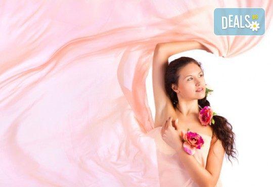 Есенна грижа за Вашата коса! Терапия с дарсонвал, нанасяне на ампула според нуждите на косата и оформяне на прическа в Женско царство - Студентски град - Снимка 1