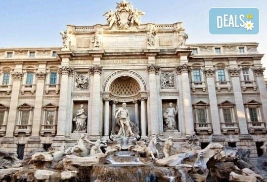 Отпразнувайте мечтания Свети Валентин в Рим! 3 нощувки със закуски в хотел 2*, самолетен билет, летищни такси, трансфери, застраховка и водач - Снимка 11