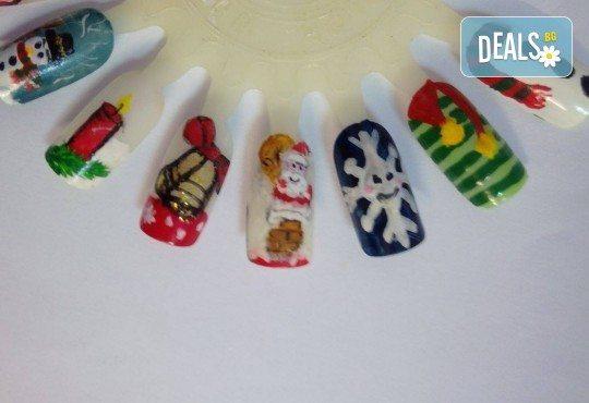 Празничен маникюр за Коледа и за Нова година с гел лак BlueSky, рисувани 2 тематични декорации, вграждане на камъчета и смесване на цветове от Салон Мечта! - Снимка 17