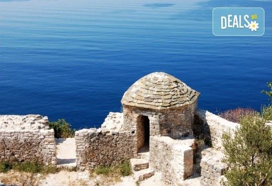 Майски празници, екскурзия до Албания с Глобал Тур! 2 нощувки със закуски в хотел 3*, транспорт, водач и програма в Дурас и Елбасан - Снимка 8