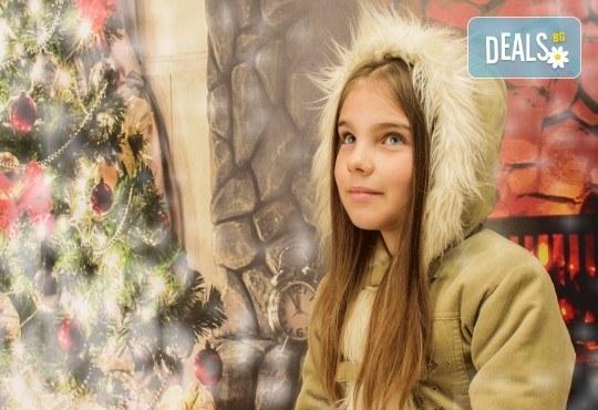 Магично предложение за Вас и Вашето семейство! Коледна фотосесия с 25 обработени кадъра от Pandzherov Photography - Снимка 2