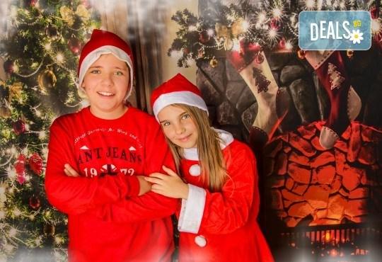Магично предложение за Вас и Вашето семейство! Коледна фотосесия с 25 обработени кадъра от Pandzherov Photography - Снимка 5