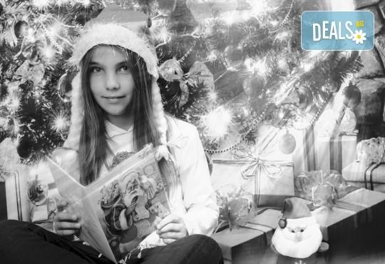 Магично предложение за Вас и Вашето семейство! Коледна фотосесия с 25 обработени кадъра от Pandzherov Photography - Снимка 9