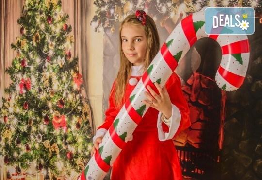 Магично предложение за Вас и Вашето семейство! Коледна фотосесия с 25 обработени кадъра от Pandzherov Photography - Снимка 4