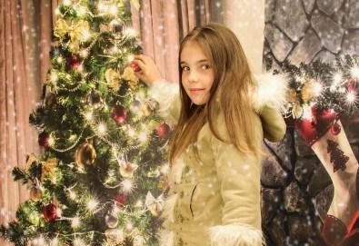 Магично предложение за Вас и Вашето семейство! Коледна фотосесия с 25 обработени кадъра от Pandzherov Photography - Снимка