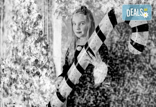 Магично предложение за Вас и Вашето семейство! Коледна фотосесия с 25 обработени кадъра от Pandzherov Photography - Снимка 8