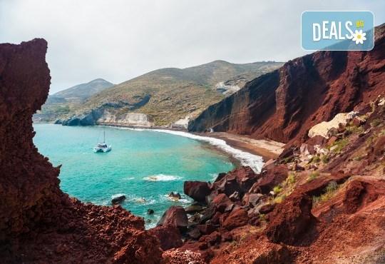 Ранни записвания за Великден на романтичния остров Санторини! 4 нощувки със закуски, транспорт, фериботни такси и билети - Снимка 5
