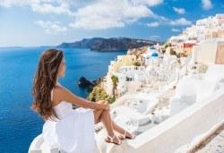 Почивка на романтичния остров Санторини! 4 нощувки със закуски, транспорт, фериботни билети и посещение на Атина - Снимка