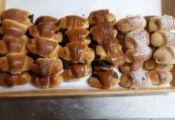 За празниците! 50 мини кифлички с шоколад, локум и мармалад + опаковка от Пекарна Слънце! - Снимка