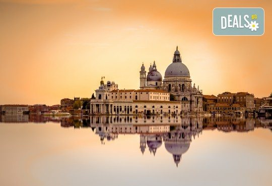 През 218 в Милано и Венеция, Италия: 3 нощувки със закуски, транспорт и програма