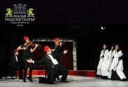 Хитовият спектакъл Ритъм енд блус 2 на 1-ви декември (петък) на сцената на МГТ Зад канала! - Снимка