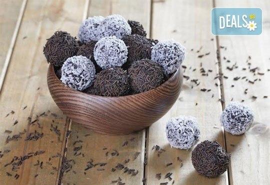 За празниците! Един кг домашни шоколадови топки с кокос или с шоколад от Muffin House! Над 40 броя топки на супер цена! - Снимка 1
