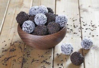 За празниците! Един кг домашни шоколадови топки с кокос или с шоколад от Muffin House! Над 40 броя топки на супер цена! - Снимка