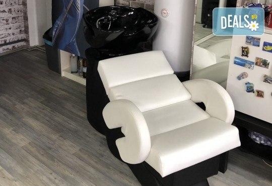 Гладка и блестяща прическа! Ламиниране на коса, масажно измиване и прав сешоар в салон за красота Diva - Снимка 6