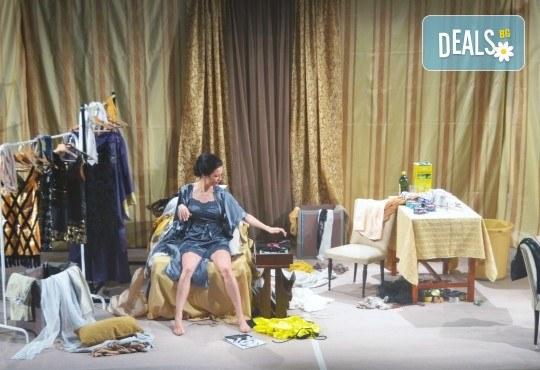 Неотразимата Яна Маринова в моноспектакъла ГЛАС на 30-ти ноември (четвъртък) в НОВ театър НДК! - Снимка 6