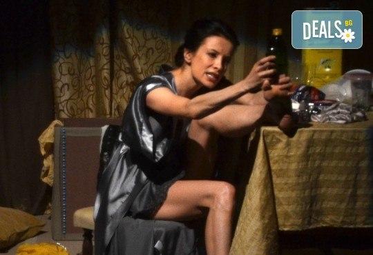 Неотразимата Яна Маринова в моноспектакъла ГЛАС на 30-ти ноември (четвъртък) в НОВ театър НДК! - Снимка 8