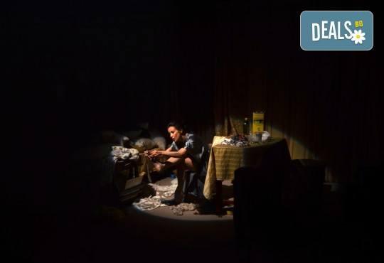 Неотразимата Яна Маринова в моноспектакъла ГЛАС на 30-ти ноември (четвъртък) в НОВ театър НДК! - Снимка 9