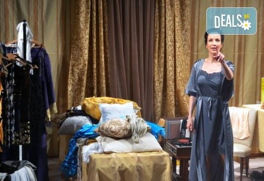 Неотразимата Яна Маринова в моноспектакъла ГЛАС на 30-ти ноември (четвъртък) в НОВ театър НДК! - Снимка 5