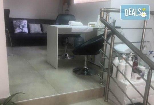 Маникюр с гел лак Cuccio или BLACK BOTTLE, 4 3D декорации, масаж, хидратираща терапия Cuccio и сваляне на стария гел лак в салон BLOOM beauty & spa - Снимка 13