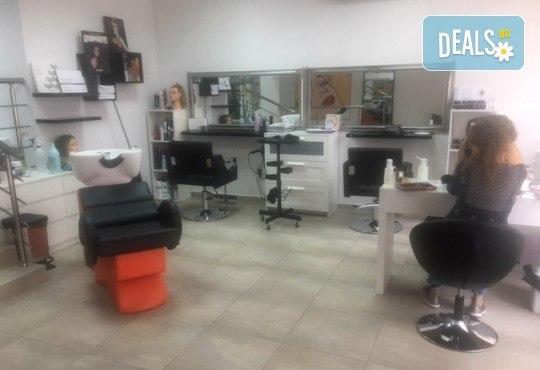 Маникюр с гел лак Cuccio или BLACK BOTTLE, 4 3D декорации, масаж, хидратираща терапия Cuccio и сваляне на стария гел лак в салон BLOOM beauty & spa - Снимка 15