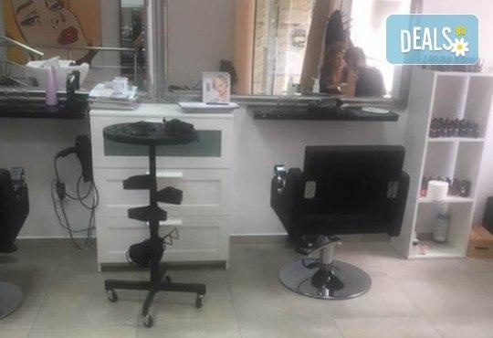 Маникюр с гел лак Cuccio или BLACK BOTTLE, 4 3D декорации, масаж, хидратираща терапия Cuccio и сваляне на стария гел лак в салон BLOOM beauty & spa - Снимка 10
