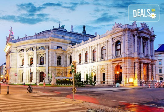 Коледна приказка във Виена, Австрия! 2 нощувки със закуски, транспорт, посещение на коледните базари и търговски центрове - Снимка 4
