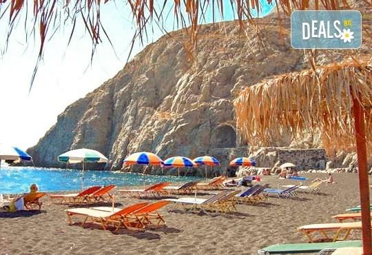 Великден на романтичния остров Санторини, Гърция! 4 нощувки със закуски, транспорт, фериботни такси и билети, посещение на Атина - Снимка 6