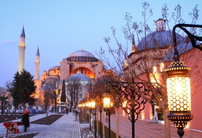 Уикенд в Истанбул за Коледа с Дениз Травел! 2 нощувки със закуски в Sahinler 3*, транспорт, водач и програма - Снимка