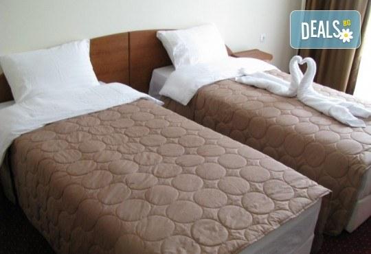 Нова година 2018 в хотел Aqualina 4*, Охрид! 3 нощувки със закуски и вечери, 2 от тях празнични с жива музика и неограничени напитки, транспорт и екскурзовод - Снимка 3
