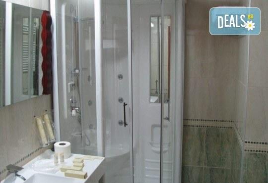 Нова година 2018 в хотел Aqualina 4*, Охрид! 3 нощувки със закуски и вечери, 2 от тях празнични с жива музика и неограничени напитки, транспорт и екскурзовод - Снимка 4