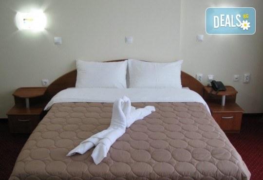 Нова година 2018 в хотел Aqualina 4*, Охрид! 3 нощувки със закуски и вечери, 2 от тях празнични с жива музика и неограничени напитки, транспорт и екскурзовод - Снимка 2