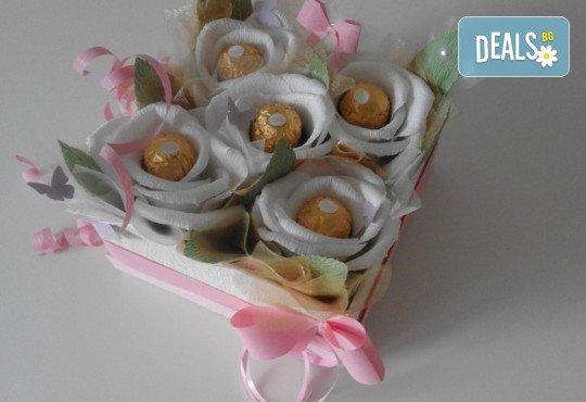 Букет Нежност или Калина, съставен от шоколадови бонбони и красиви декорации, от Онлайн магазин за подаръци Банана - Снимка 5