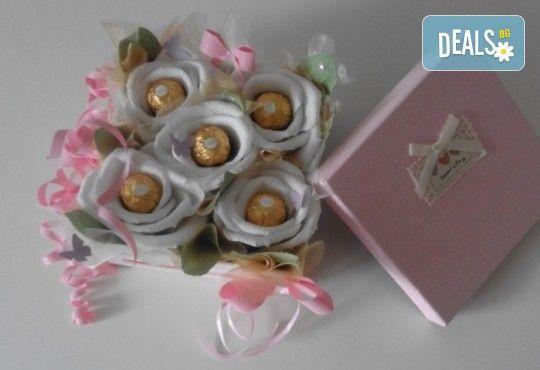 Букет Нежност или Калина, съставен от шоколадови бонбони и красиви декорации, от Онлайн магазин за подаръци Банана - Снимка 6