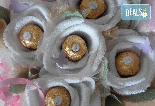 Букет Нежност или Калина, съставен от шоколадови бонбони и красиви декорации, от Онлайн магазин за подаръци Банана - Снимка 8