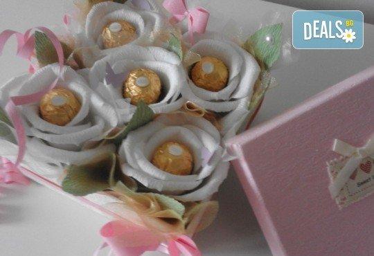 Букет Нежност или Калина, съставен от шоколадови бонбони и красиви декорации, от Онлайн магазин за подаръци Банана - Снимка 9