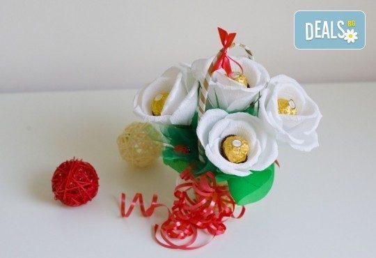 Букет Нежност или Калина, съставен от шоколадови бонбони и красиви декорации, от Онлайн магазин за подаръци Банана - Снимка 4