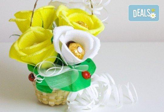 Букет Нежност или Калина, съставен от шоколадови бонбони и красиви декорации, от Онлайн магазин за подаръци Банана - Снимка 3