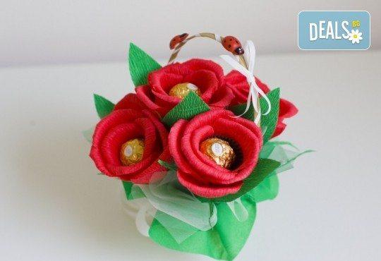 Букет Нежност или Калина, съставен от шоколадови бонбони и красиви декорации, от Онлайн магазин за подаръци Банана - Снимка 1