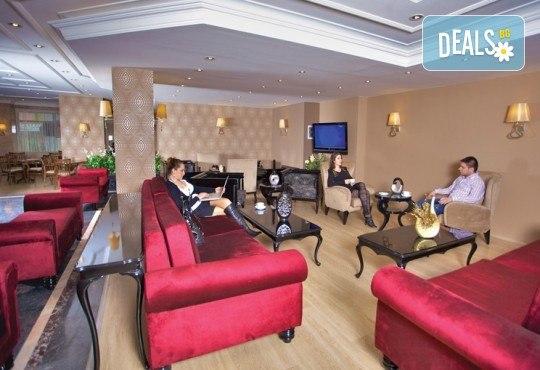 Нова година 2018 в Истанбул в хотел Grand Emin 3*! 3 нощувки с 3 закуски, транспорт, посешение на Капалъ Чарши, историческия Хиподрум и МОЛ Forum - Снимка 5