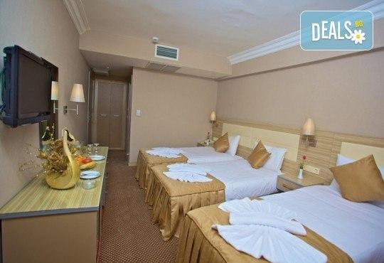 Нова година 2018 в Истанбул в хотел Grand Emin 3*! 3 нощувки с 3 закуски, транспорт, посешение на Капалъ Чарши, историческия Хиподрум и МОЛ Forum - Снимка 4