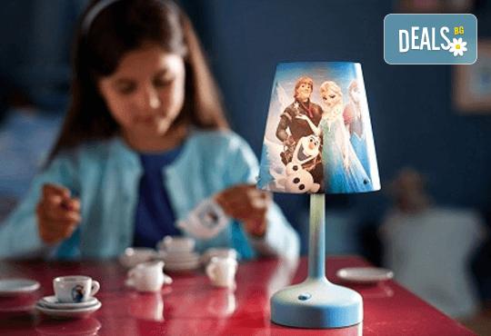 Оферта: Преносима LED нощна лампа за деца с любимите герои от Frozen