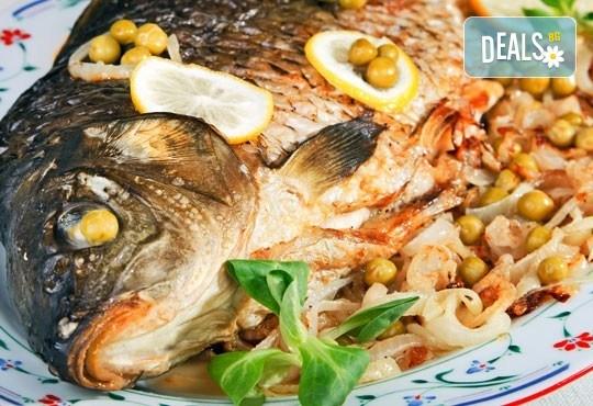 Пълнен шаран за Никулден по традиционна рецепта със зеленчуци, орехи и доматен сос от кулинарна работилница Деличи! - Снимка 1