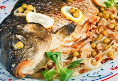 Пълнен шаран за Никулден по традиционна рецепта със зеленчуци, орехи и доматен сос от кулинарна работилница Деличи!
