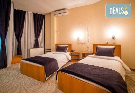 Коледа в Hotel Nova Riviera 3*, Охрид! 2 нощувки със закуски и вечери, едната празнична, с жива музика и напитки, транспорт, екскурзовод и програма - Снимка 6