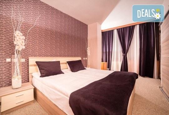 Коледа в Hotel Nova Riviera 3*, Охрид! 2 нощувки със закуски и вечери, едната празнична, с жива музика и напитки, транспорт, екскурзовод и програма - Снимка 7