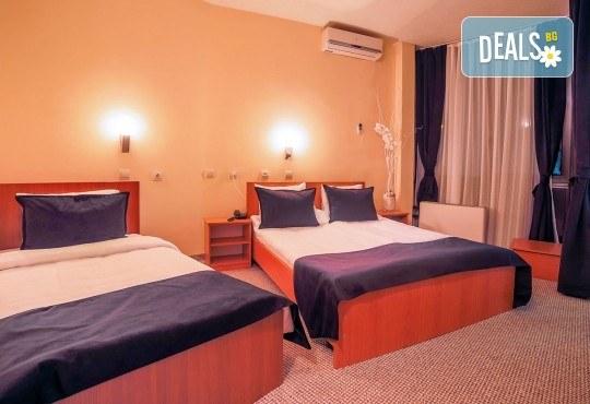 Коледа в Hotel Nova Riviera 3*, Охрид! 2 нощувки със закуски и вечери, едната празнична, с жива музика и напитки, транспорт, екскурзовод и програма - Снимка 5