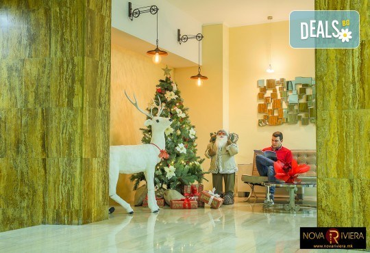 Коледа в Hotel Nova Riviera 3*, Охрид! 2 нощувки със закуски и вечери, едната празнична, с жива музика и напитки, транспорт, екскурзовод и програма - Снимка 10