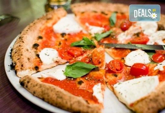 Голяма фамилна пица: Капричоза, Попай, Поло, Кариола или др. за вкъщи или за консумация на място в Ресторант Златна круша! - Снимка 3