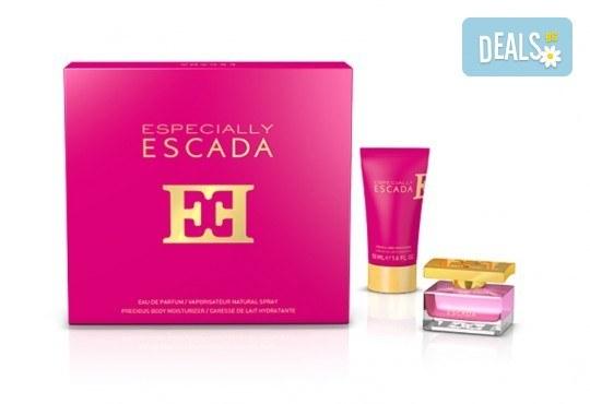 Изтънчен и женствен аромат! Вземете комплект Especially Escada - парфюм и лосион за тяло + безплатна доставка! - Снимка 1