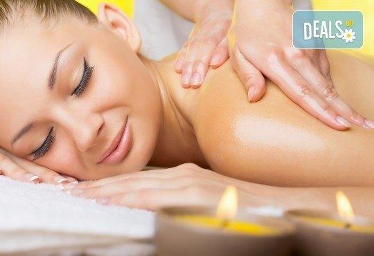Императорски огнен масаж с масло от маслин в студио Secret Vision